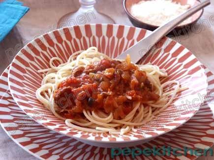 Receta de espaguetis con salsa de tomate y setas porcini