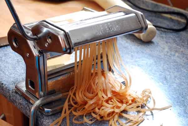 Pepekitchen c mo hacer pasta fresca de colores la pasta de tomate pepekitchen - Maquina para hacer macarrones ...