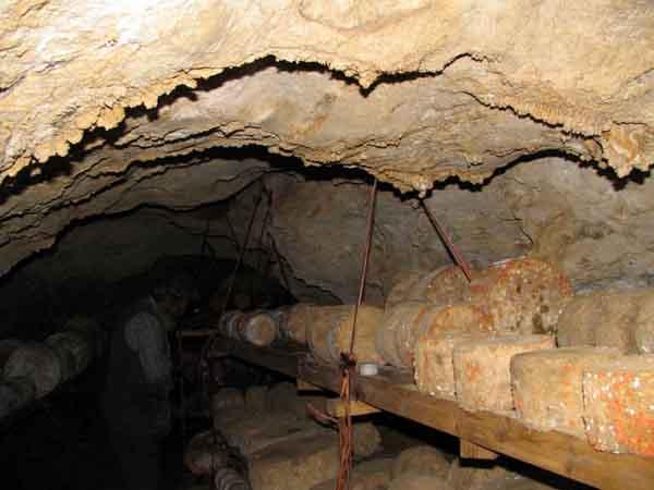 Cuevas de maduración del queso Gamoneu