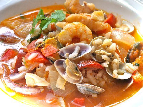 Cazuela de arroz marinero con coquinas