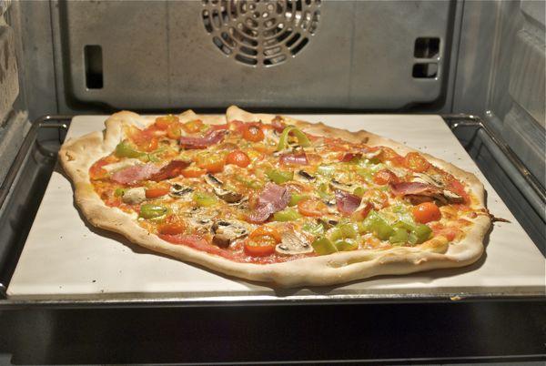 C mo usar la piedra de hornear pizzas y panes pepekitchen - Horno de piedra ...