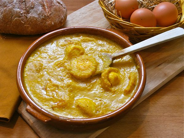 huevos con salsa de almendras