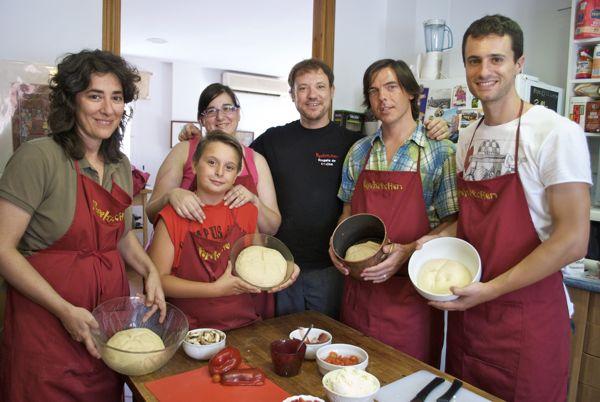 curso cocina italiana pizzas pepekitchen, con las manos en la masa