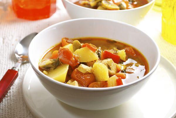 gulash de ternera, pollo y verduras
