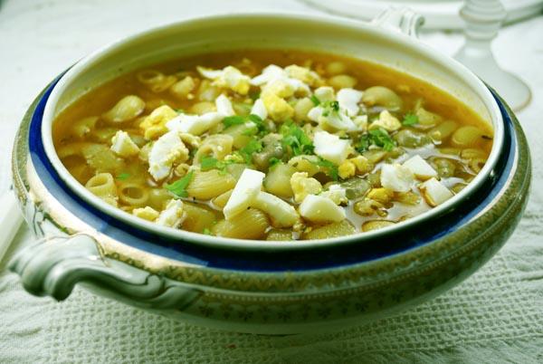 Sopa menestra de habas y pasta
