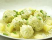 Albóndigas de queso con salsa de apio y mostaza