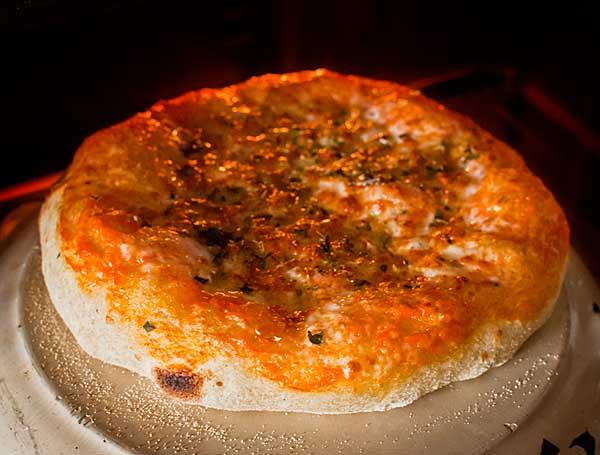Hornear pizza